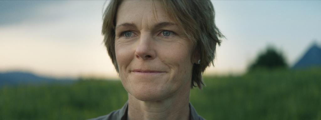 Bergbäuerin Simone Vogler in der Filmproduktion der just GmbH für Alpgäuer Käse TV-Spot.