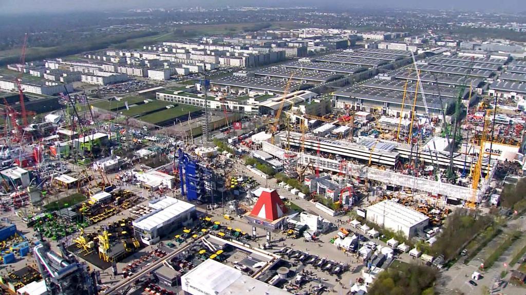 Luftaufnahme der bauma Messe aus der Filmproduktion der just GmbH für den bauma Imagefilm 2016 der Messe München