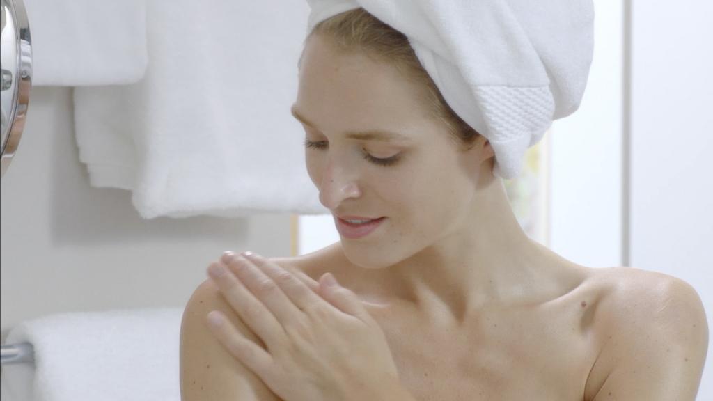 Model Ingrid Wrisley bei der Filmproduktion der just GmbH für den Imagefilm von Mann & Schröder Körperpflege.